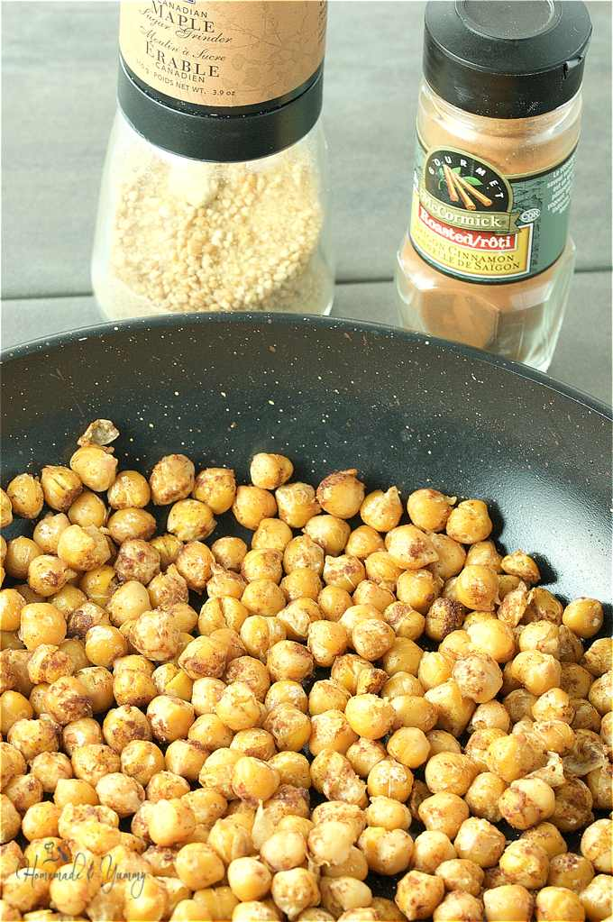 Chickpeas roasting in the frying pan.