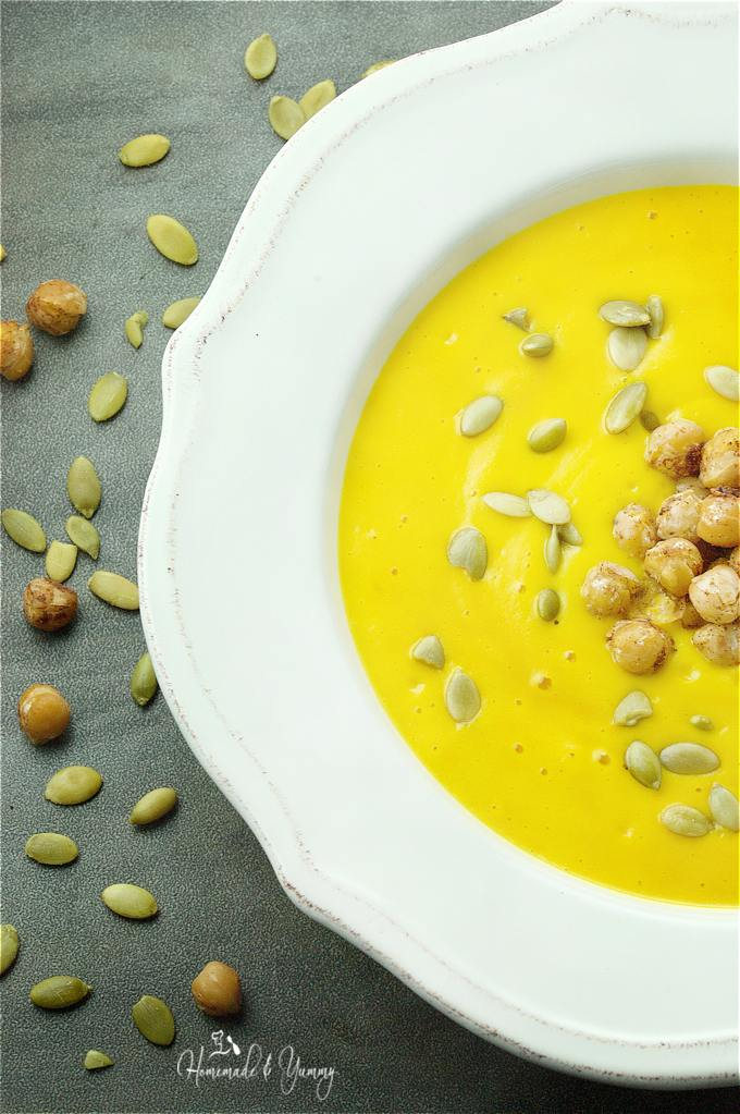 Easy Roasted Pumpkin Soup with cinnamon chickpeas. Made in the blender, but it tastes like you have been simmering it all day!! | homemadeandyummy.com