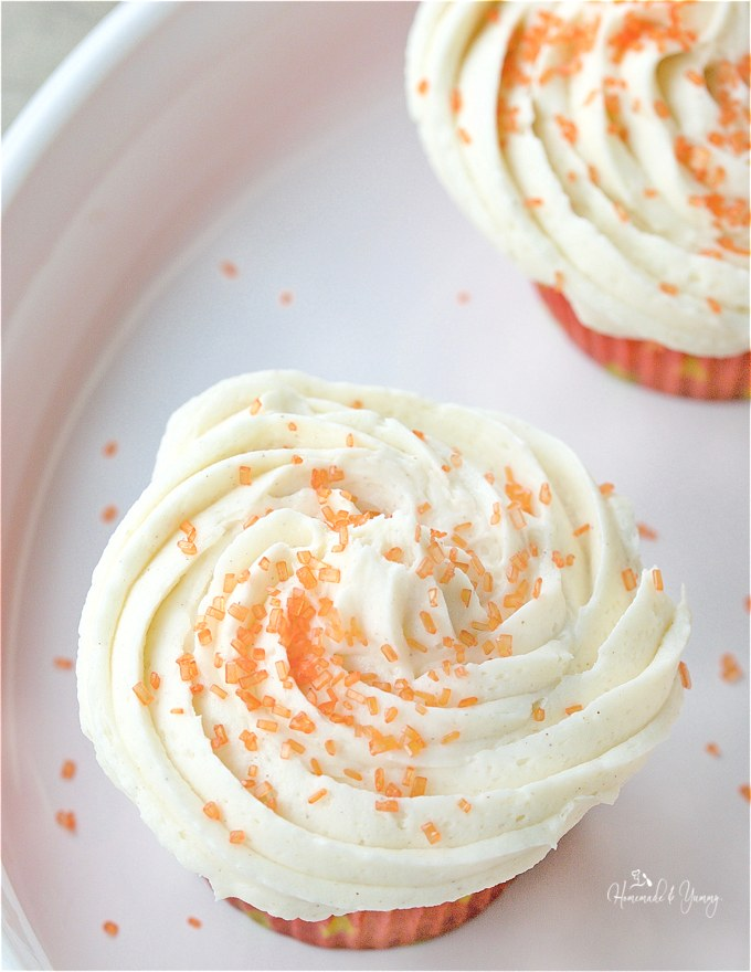 Spicy Chai Cupcakes with Sweet Cinnamon Buttercream will delight your taste buds. Spicy, sweet and oh so addictive. Perfect for dessert. | homemadeandyummy.com