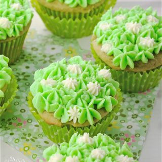Need to make dessert, but don't have a lot of time? This Easy Vanilla Green Tea Cupcakes From A Box recipe is here to help. | homemadeandyummy.com