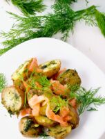 Warm Potato Salad with Dill & Smoked Salmon perfect for lunch or dinner. Potatoes covered in a warm dill dressing, topped with smoked salmon. Delicious. | homemadeandyummy.com