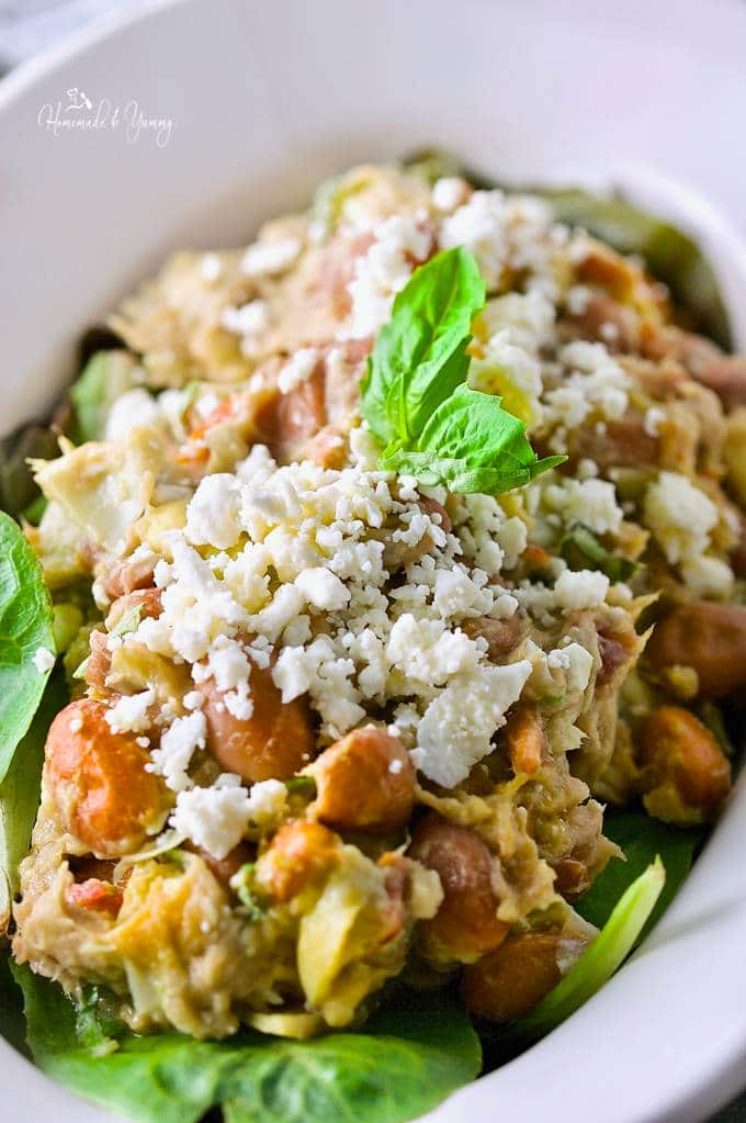 This Healthy Mediterranean Tuna Avocado Salad is packed with flavours, and hearty enough to be a meal. Dinner is ready in 15 minutes or less. | homemadeandyummy.com