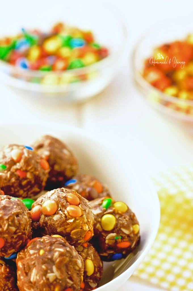 Loaded No Bake Peanut Butter Oatmeal Cookie Balls are easy for little hands to make. Kids have fun in the kitchen making these tasty candy loaded bites.| homemadeandyummy.com
