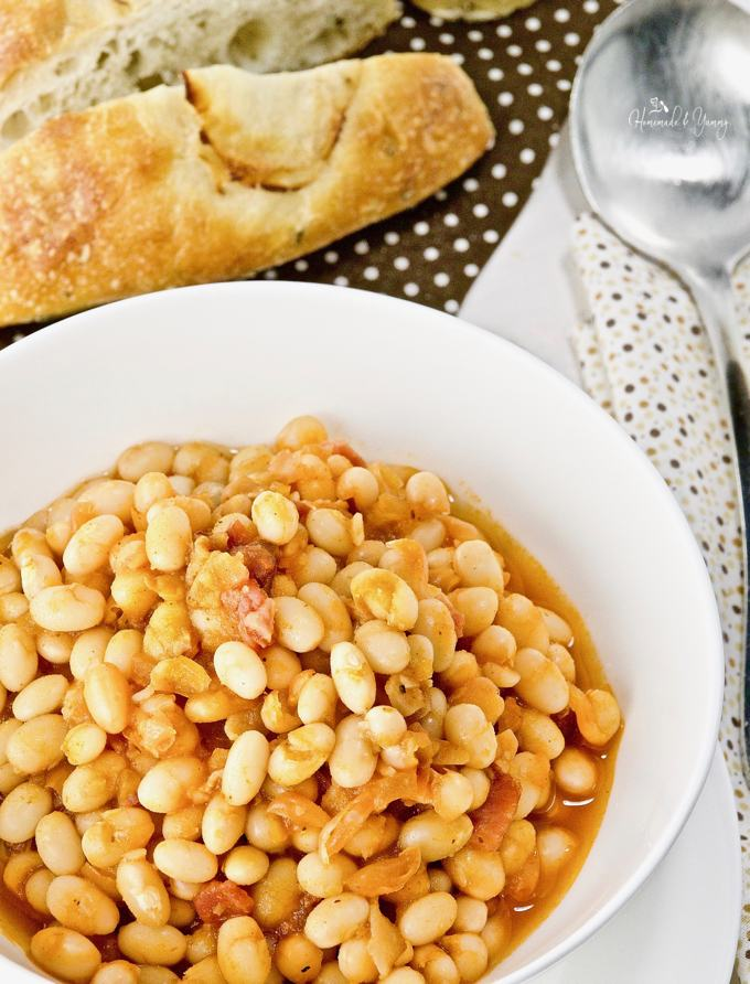 A bowl of baked beans ready to eat.